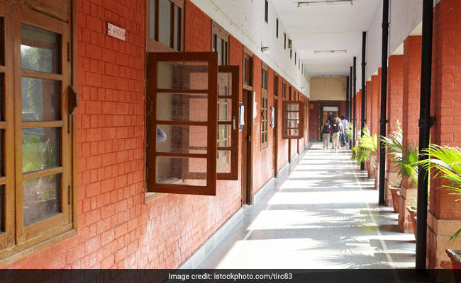 DU Cut Off 2018: Check Complete Cut Off For Science Courses